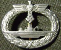 Цинковый нагрудный знак подводника со стёртым покрытием
